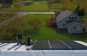 techs-on-roof-installing-solar-panels